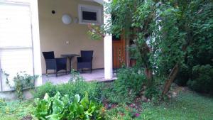 {:de}Gartenstudio: Terrasse{:}{:en}Garde studio: terrace{:}