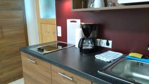 Kleiner voll ausgestatteter Küchenblock